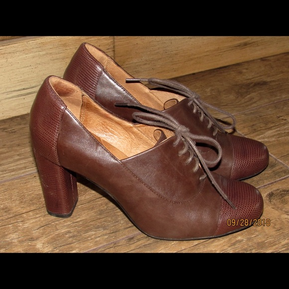 dc156b54684 Clarks Shoes - Women s Clarks Oxford Loafer Heels Brown Leather 7